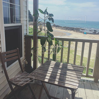 海の横のカフェの写真・画像素材[2357450]