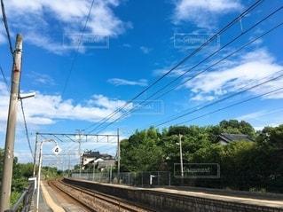 線路上の列車の写真・画像素材[2393598]
