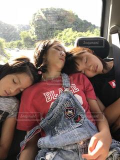 三姉妹爆睡の写真・画像素材[2302135]