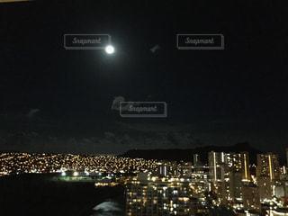 夜の街の眺めの写真・画像素材[2312200]