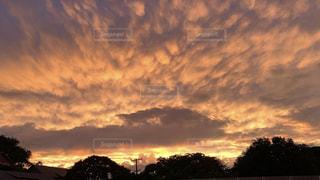 オアフ島からの夕陽の写真・画像素材[2302729]