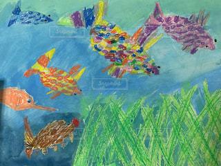 子供が描いた魚の絵の写真・画像素材[2655316]