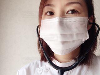 マスク女性のクローズアップの写真・画像素材[2356718]