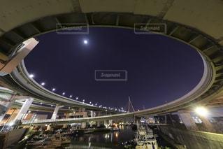 橋のある大きなスタジアムの写真・画像素材[2337706]