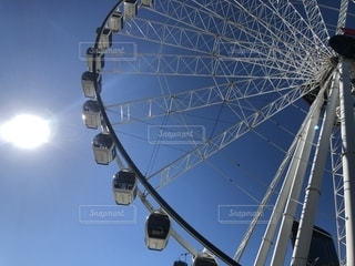 ブリスベンの観覧車と太陽の写真・画像素材[2312292]
