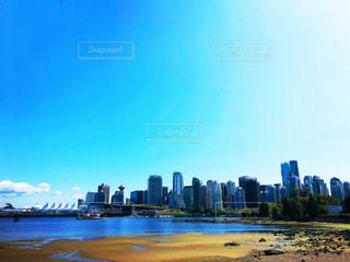 バンクーバーにて、海+空+高層ビルの写真・画像素材[2307217]