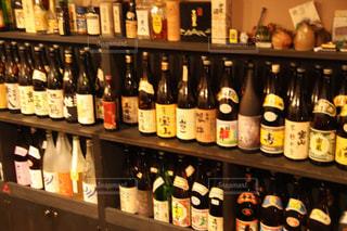 有名焼酎がずらり並んだ居酒屋の写真・画像素材[2308545]