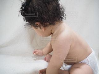 おむつ姿の赤ちゃんの写真・画像素材[2309767]