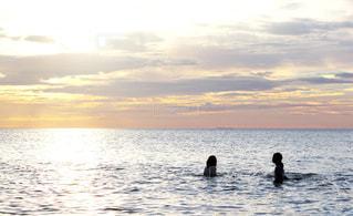 海と姉妹の写真・画像素材[2319007]