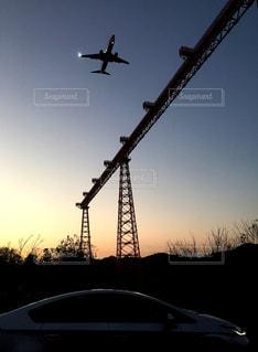 飛行機と車の写真・画像素材[2323602]