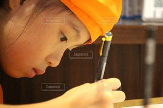 絵を描く女の子の写真・画像素材[2329463]
