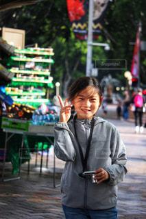 海外旅行中の女の子の写真・画像素材[2331863]