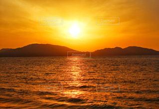 夕日と海の写真・画像素材[2332624]