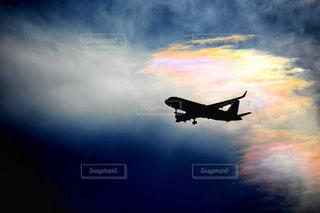着陸態勢の飛行機の写真・画像素材[2340459]