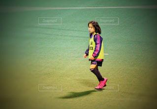 サッカー少女の写真・画像素材[2353063]