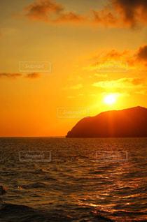 島の夕日の写真・画像素材[2443634]