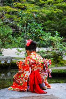 着物の女の子の後ろ姿の写真・画像素材[2443659]