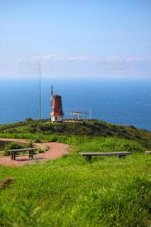 海と風車のある風景の写真・画像素材[2443871]