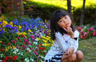 花と女の子の写真・画像素材[2463025]