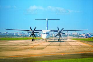 離陸準備に入る航空機の写真・画像素材[2501435]