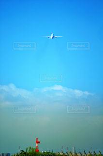 飛び立つ航空機の写真・画像素材[2501440]