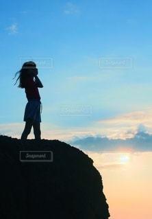 太陽と少女の写真・画像素材[2515332]