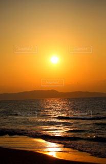 夕陽と海の写真・画像素材[3024102]