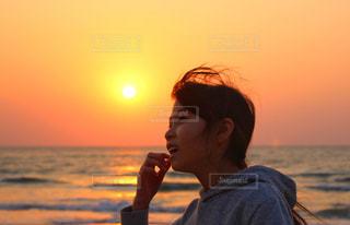 太陽と女の子の写真・画像素材[3141698]