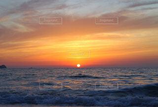 日没前の太陽の写真・画像素材[4464163]