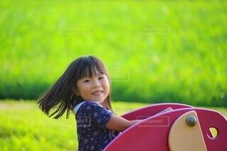 遊具で遊ぶ女の子の写真・画像素材[4743500]