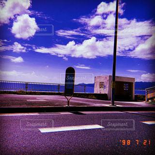 道路の脇の看板の写真・画像素材[2315199]
