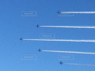 空を飛ぶブルーインパルスの写真・画像素材[2315945]