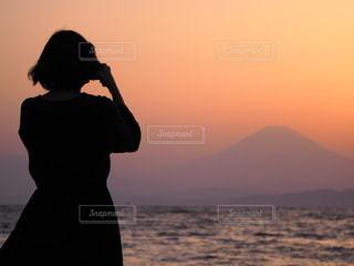 夕焼けシルエットの写真・画像素材[2316313]
