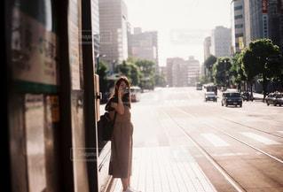 街の通りを歩く人の写真・画像素材[2318804]