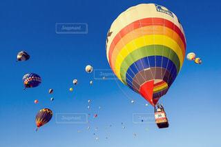 空気中の大きな風船の写真・画像素材[2318861]