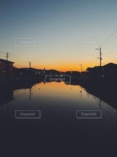 水面の夕景の写真・画像素材[2637101]