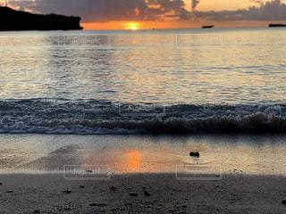 「沖縄」万座ビーチの夕日の写真・画像素材[2320947]