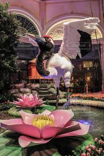 鶴と花の写真・画像素材[2332170]