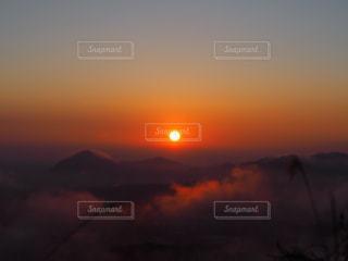 日が昇るの写真・画像素材[2875297]