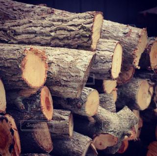 暖炉で使う薪の写真・画像素材[2324217]