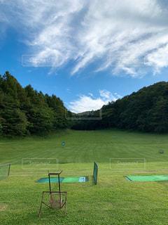 軽井沢のゴルフ場 打ちっ放しの写真・画像素材[2500998]