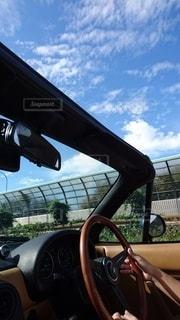 オープンカーでドライブの写真・画像素材[2326568]