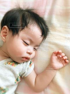 赤ちゃんの寝顔の写真・画像素材[2452967]