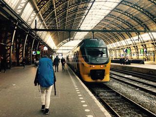 アムステルダム駅からの旅の写真・画像素材[2327763]