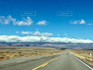 どこまでも続く道の写真・画像素材[2328157]