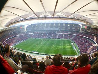 人でいっぱいのサッカースタジアムの写真・画像素材[2328162]