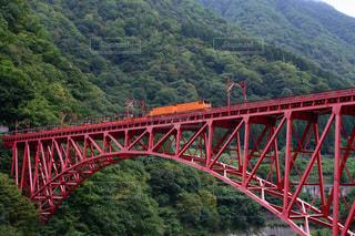 黒部峡谷トロッコ電車の写真・画像素材[2486381]