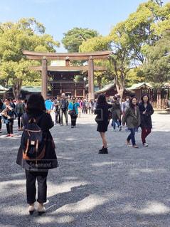 通りを歩く人々 のグループの写真・画像素材[1085171]