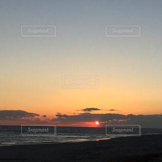 海に沈む夕日の写真・画像素材[1170980]