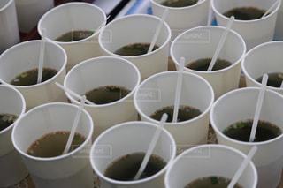 寒い中わかめスープを飲むの写真・画像素材[2331928]